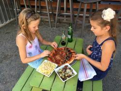 samma-lamma-and-maleah-eating